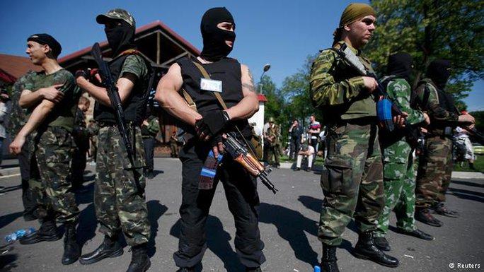 Các tay súng ly khai ở miền Đông Ukraine. Ảnh: Reuters