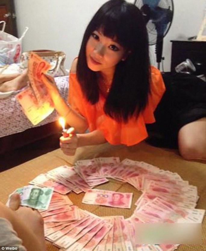 Cô chiêu, cậu ấm Trung Quốc khoe giàu trên mạng xã hội. Ảnh: Weibo