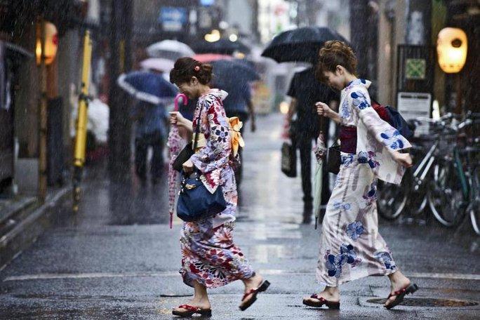 Bão Nangka đổ bộ hòn đảo Honshu của Nhật Bản gây mưa lớn. Ảnh: EPA