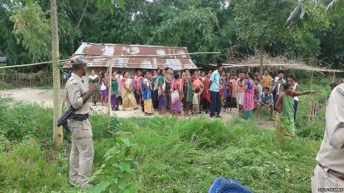 Ngôi làng nơi người phụ nữ 63 tuổi bị chặt đầu. Ảnh: BBC