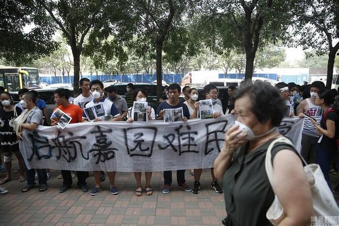 Người dân Thiên Tân đòi nhà. Ảnh: Shanghaiist