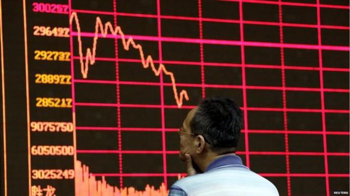 Chứng khoàn Trung Quốc tiếp tục giảm 2% hôm 31-8. Ảnh: Reuters