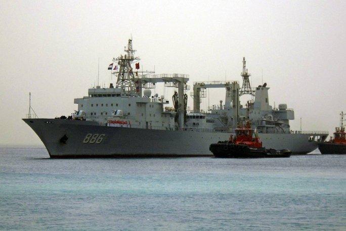 Một tàu hải quân Trung Quốc. Ảnh: Reuters