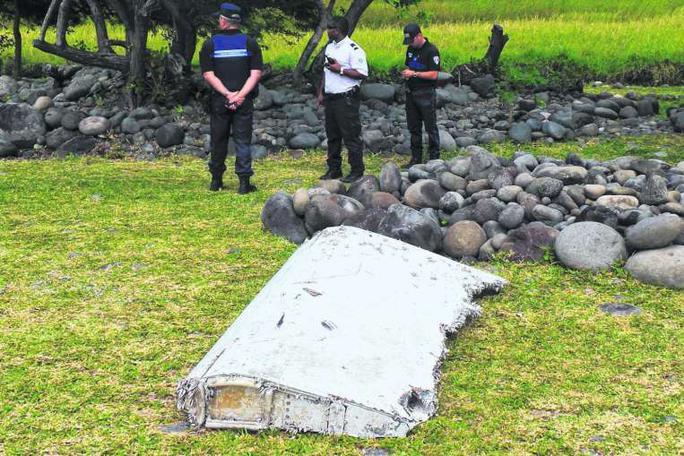 Mảnh cánh phụ tìm thấy trên đảo Reunion, Pháp. Ảnh: Reuters