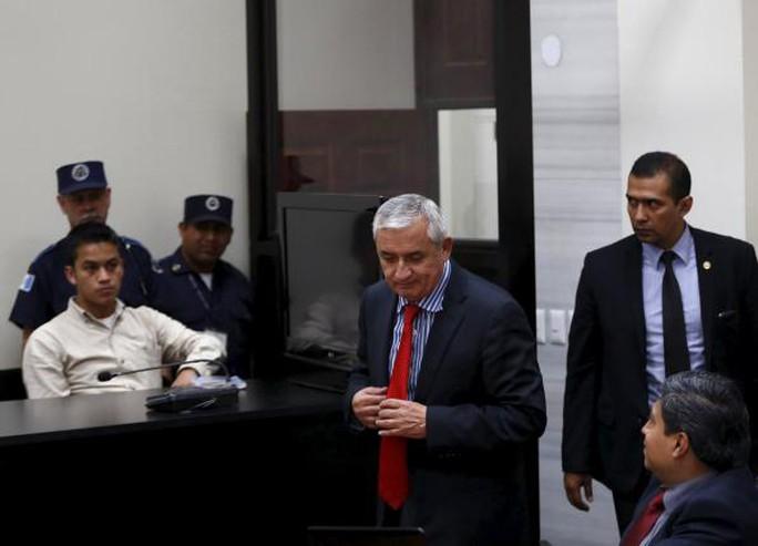 Ông Perez (giữa) tại tòa án hôm 3-9. Ảnh: Reuters