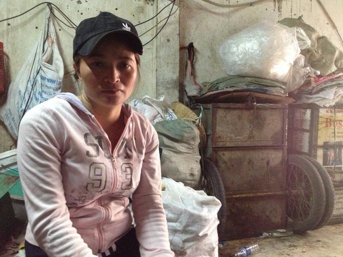 Cận ngày nhận tiền chị Hồng nhận được tin có người nộp đơn đến Công an quận Tân Bình để xác nhận là chủ nhân chiếc máy đài.