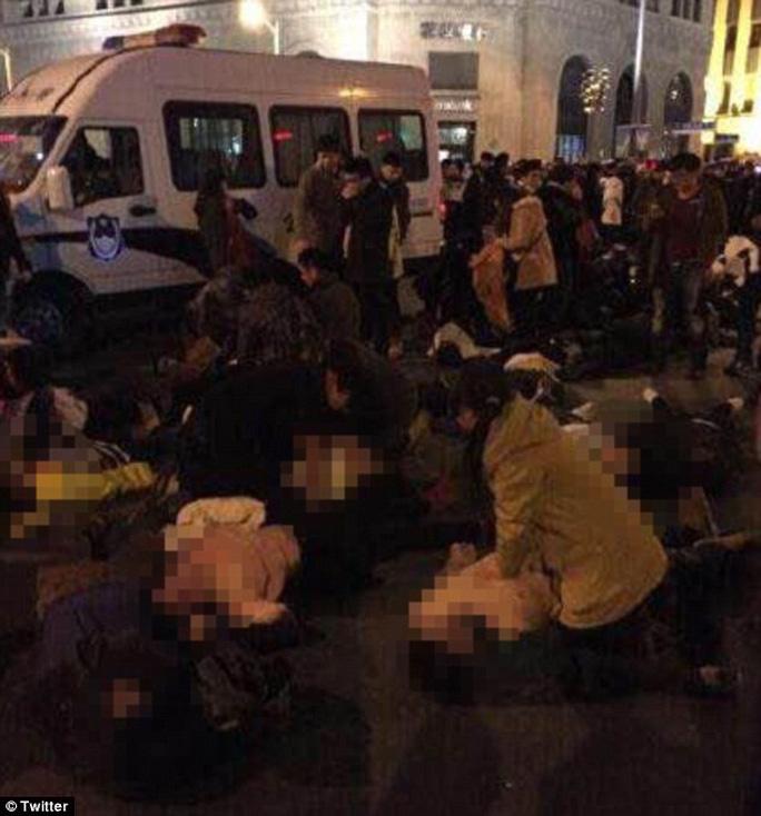 Giẫm đạp trong lễ đón năm mới ở Thượng Hải, 35 người thiệt mạng