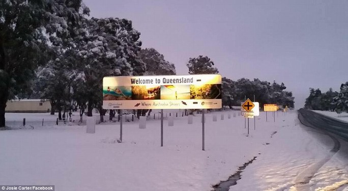 Towns in southern Queensland have seen their best snowfalls in more than a decade, with the cold snap blanketing them in white powder