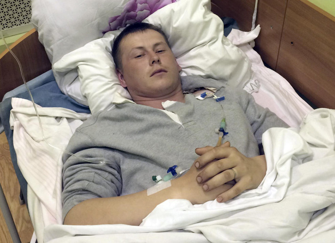 Sgt. Alexander Alexandrov of the Russian special forces lies in a military hospital bed, in Kiev, Ukraine, Monday, May, 18, 2015.  Two wounded Russian soldiers captured while fighting in war-torn eastern Ukraine have been transferred to a hospital in Kiev, Ukrainian officials said Monday as Moscow once again firmly denied any involvement in the fighting. (AP Photo/Markian Lubkivskyi )