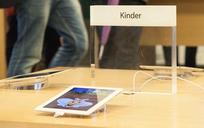 Mọi hình ảnh, sắp xếp trong cửa hàng đối tác đều phải được Apple duyệt - Ảnh minh họa