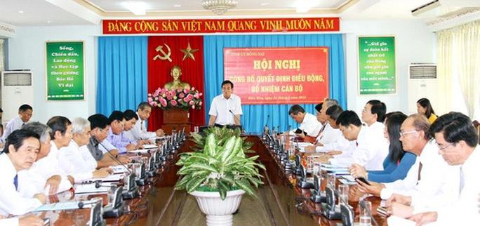 Đồng chí Bí Thư Tỉnh ủy phát biểu căn dặn các đồng chí được điều động tại hội nghị