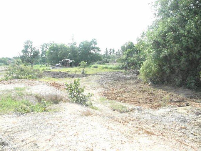 Khu chôn lậu rác thải y tế ở sân vận động phường II đã khai quật xong, với tổng cộng 44 hố chôn được phát hiện.