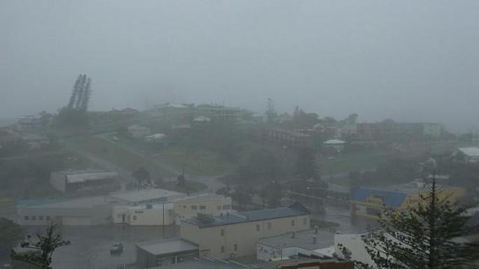 Giới chức địa phương cảnh báo người dân ở Queensland, vốn không xa lạ gì với những cơn bão lớn, không được chủ quan trước cơn bão này. Ảnh: EPA
