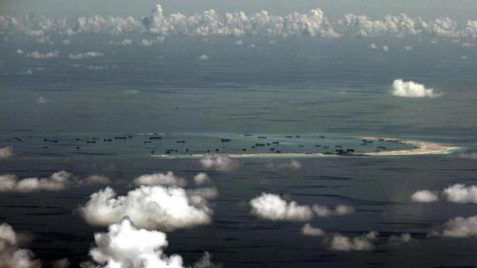 Bức ảnh hôm 11-5 phản ánh hoạt động xây dựng phi pháp của Trung Quốc trên đá Vành Khăn. Ảnh: REUTERS