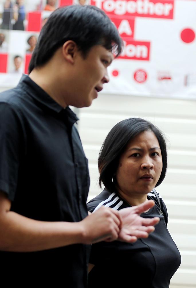 Quek Choon Leong (trái) và Huỳnh Thị Kiều Trang (phải). Ảnh: Straitstimes