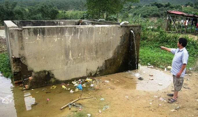 Bể lọc nước được xây dựng ở xa khu dân cư nên người dân không sử dụng