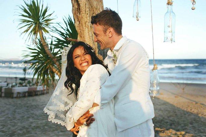 Phương Vy bức xúc vì đầm cưới mẹ may bị chê