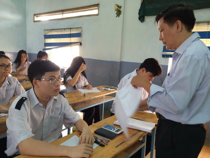 Học sinh Trường THPT Bùi Thị Xuân (quận 1, TP HCM) thi thử kỳ thi THPT quốc gia ngày 11-5