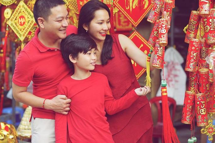 Kim Hiền hạnh phúc bên chồng con