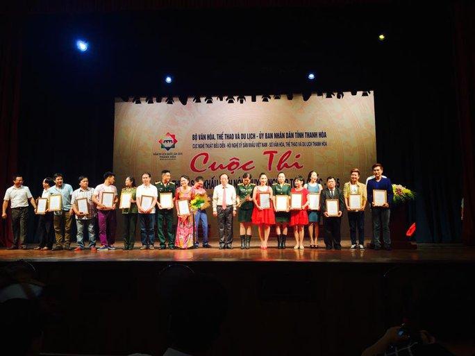 Các diễn viên nhận giải tại đêm bế mạc