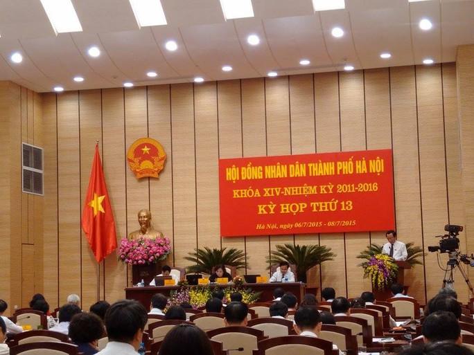 Quang cảnh buổi họp HĐND sáng 6-7