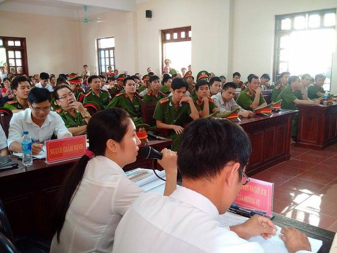 Luật sư Lê Thị Oanh hỏi các bị cáo
