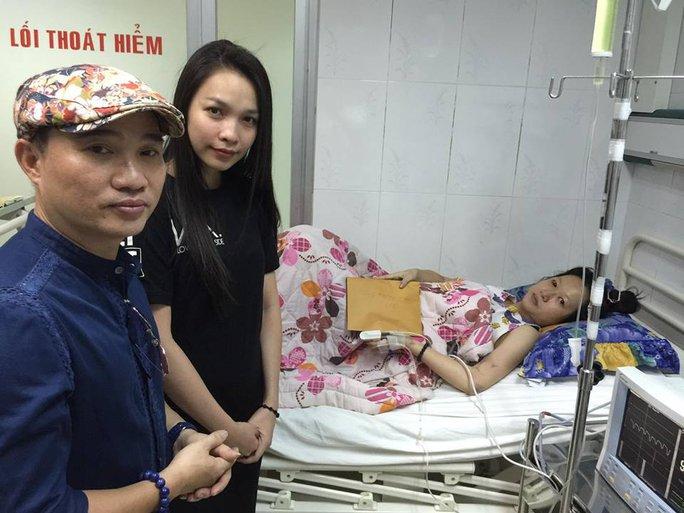 Quang Linh và Hiền Thục tại bệnh viện