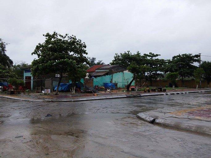 Du khách bị ép trả phòng khi bị kẹt ở Cô Tô vì mưa lũ