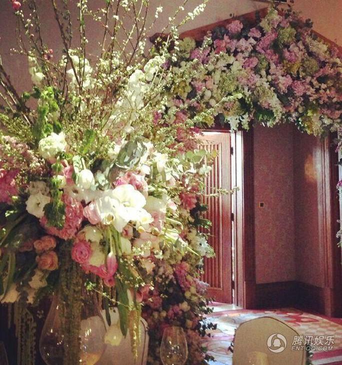 Với rất nhiều hoa