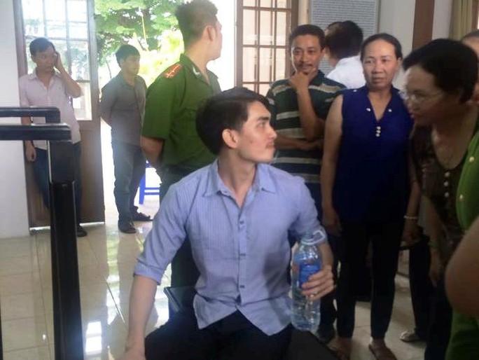 Phạm Châu Tony tại phiên tòa ngày 6-8