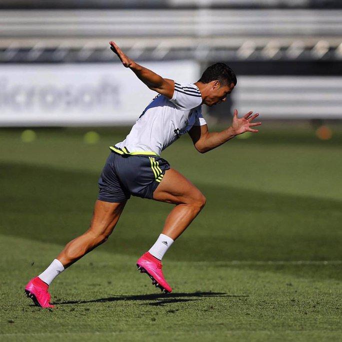 Ronaldo được xem là người rất chuyên nghiệp trong tập luyện và thi đấu. Trong ảnh: CR7 chuẩn bị cho mùa giải mới
