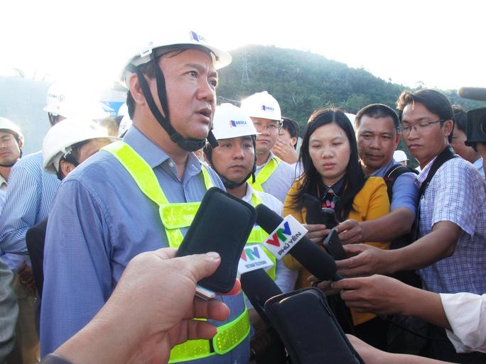 """Bộ trưởng Bộ GTVT trả lời báo chí về việc """"trảm"""" từ ban quản lý đến các đơn vị thi công chậm tiến độ ở tỉnh Bình Định"""