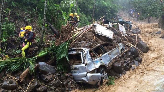 Mưa lũ gây hại ở Đài Loan. Ảnh: AP