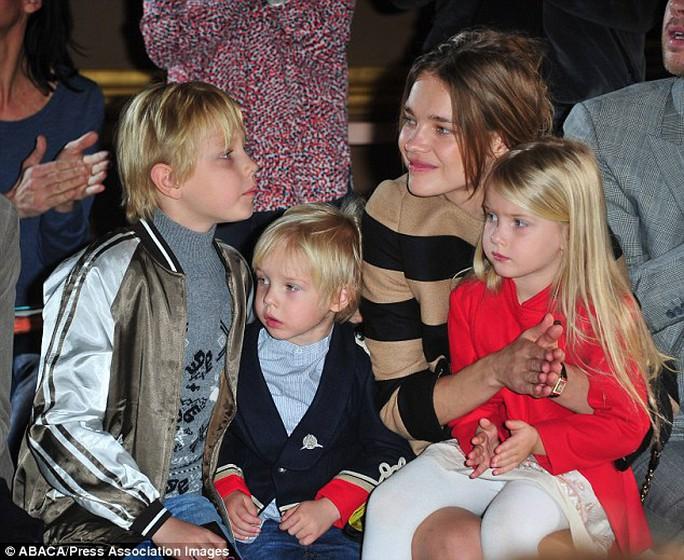 Natalia Vodianova và ba con
