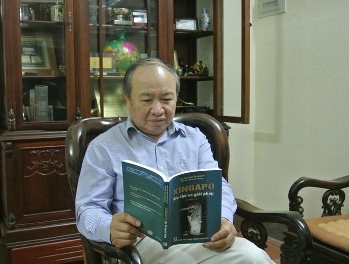 Cựu Đại sứ Dương Văn Quảng và cuốn sách ông viết về Singapore