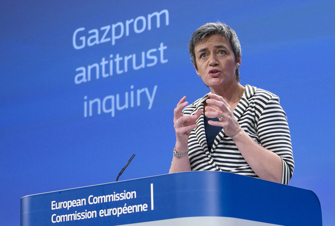 Bà Margrethe Vestager công bố cáo buộc Gazprom vi phạm luật chống độc quyền hôm 22-4 Ảnh: REUTERS