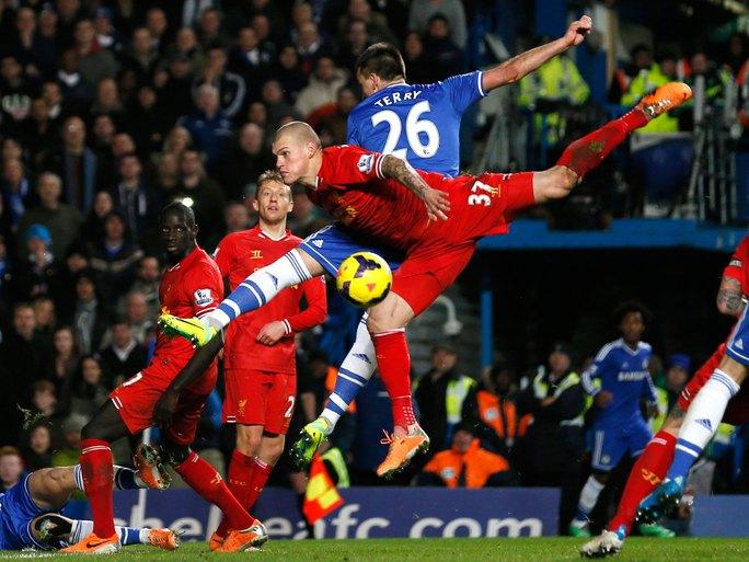 Các cuộc đối đầu giữa Chelsea và Liverpool luôn diễn ra rất quyết liệt Ảnh: REUTERS