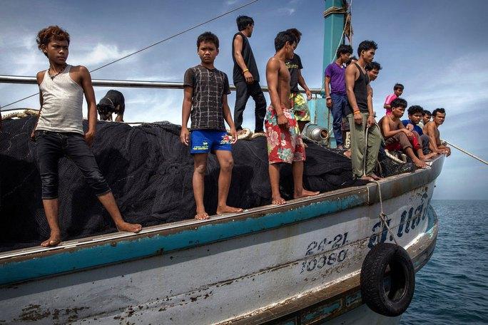 Một tàu cá Thái Lan sử dụng lao động là trẻ em Campuchia  Ảnh: THE NEW YORK TIMES