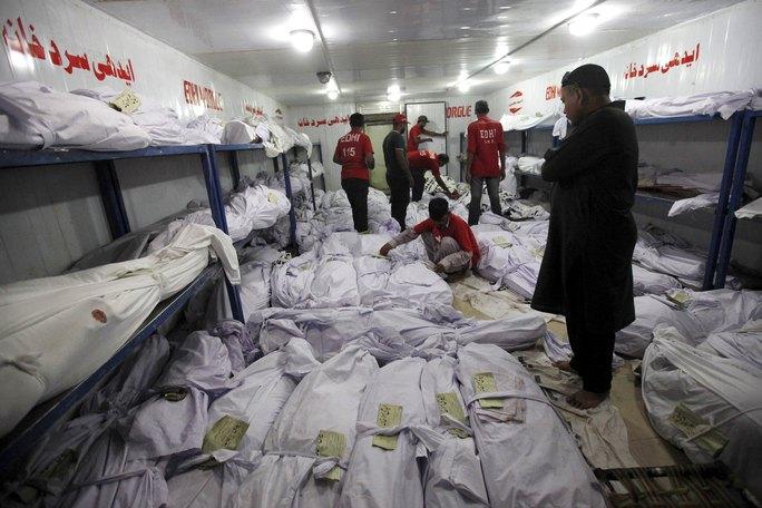 La liệt thi thể các nạn nhân của đợt nắng nóng tại nhà xác ở Karachi Ảnh: REUTERS