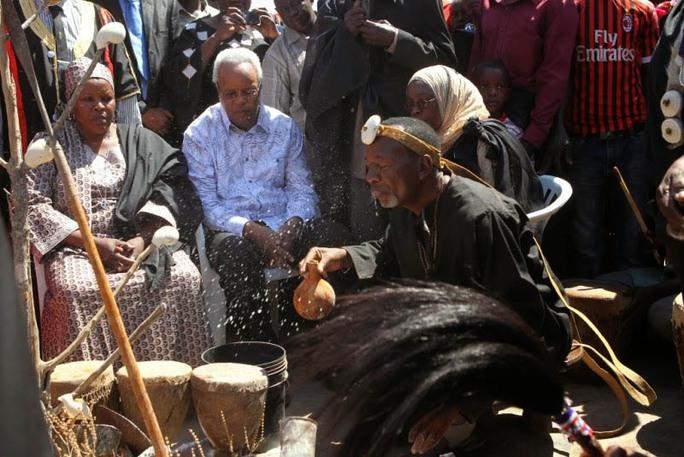 Chính phủ Tanzania đang nỗ lực nghiêm cấm các thầy cúng tung tin đồn mê tín  Ảnh: SISICALABAR.COM
