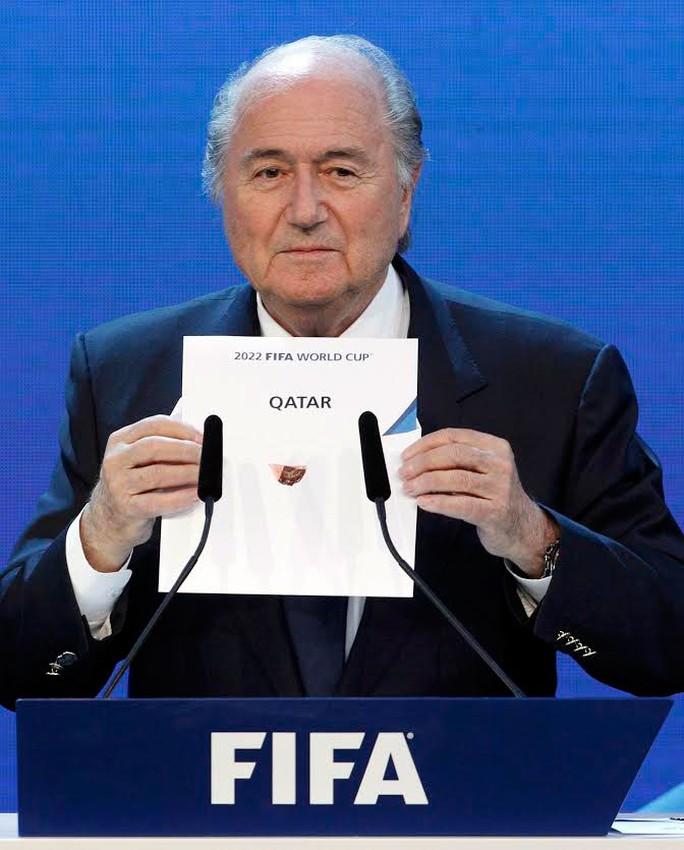 Chủ tịch FIFA S.Blatter trong lần công bố Nga giành quyền tổ chức World Cup 2018 vào đầu tháng 12-2010   Ảnh: REUTERS