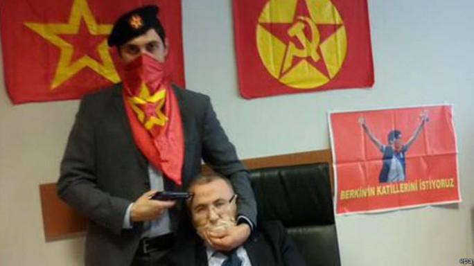 Công tố viên Mehmet Selim Kiraz bị kẻ bắt cóc uy hiếp. Ảnh: EPA