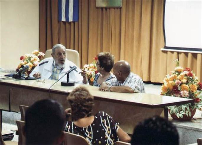 Ông Fidel Castro và lần xuất hiện hiếm hoi mới nhất. Ảnh: Granma