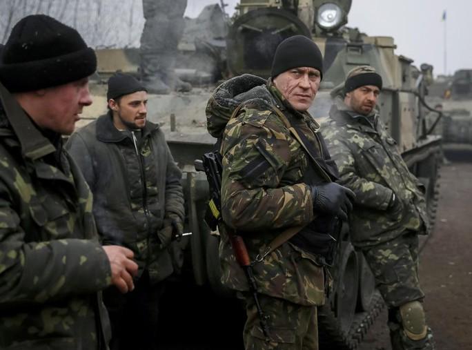 Quân đội Ukraine ở gần thị trấn Debaltseve... Ảnh: Reuters