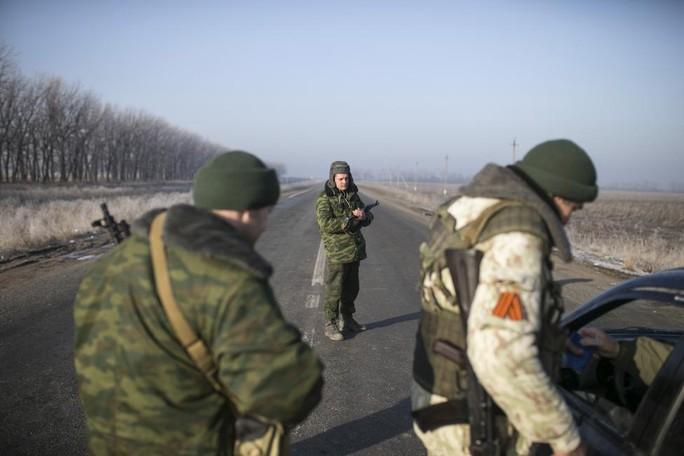 ...và quân ly khai cũng chưa buông Debaltseve. Ảnh: Reuters
