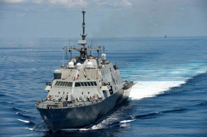 Tàu USS Fort Worth tuần tra trên biển Đông hôm 11-5 Ảnh: HẢI QUÂN MỸ
