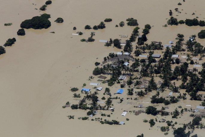 Thị trấn Kalay ở Myanmar chìm trong biển nước hôm 2-8 Ảnh: REUTERS