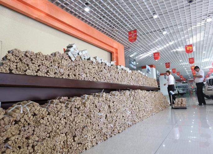 Số tiền xu nặng 4 tấn... Ảnh: news.qq.com