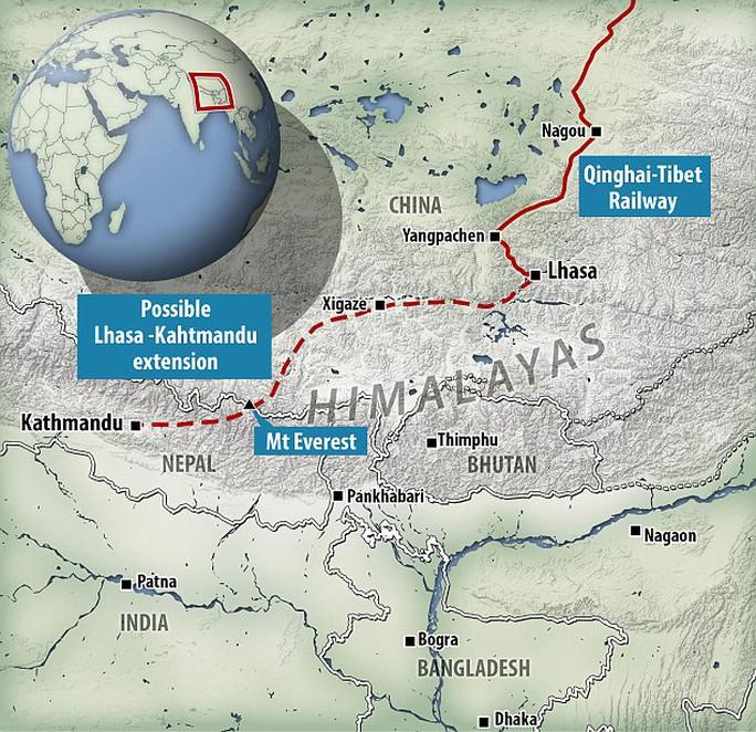 Sơ đồ tuyến đường sắt chạy ngầm dưới chân núi Everest nối liền Trung Quốc và Nepal. Ảnh: Daily Mail