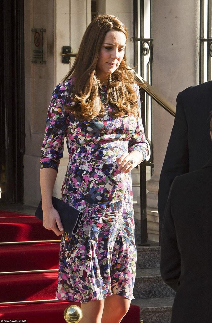 Nữ công tước Kate tới khách sạn Goring ở London, nơi bà ở lại qua đêm trước đám cưới với hoàng tử William vào năm 2011. Ảnh: LNP